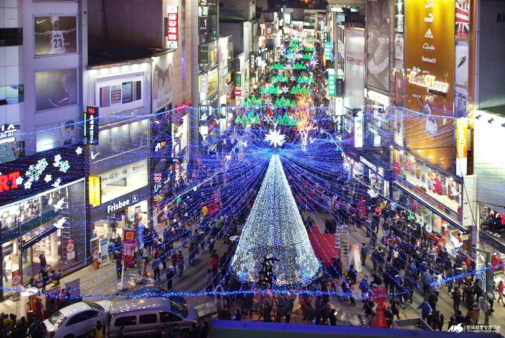 부산 중구 광복동의 어느해 크리스마스 풍경