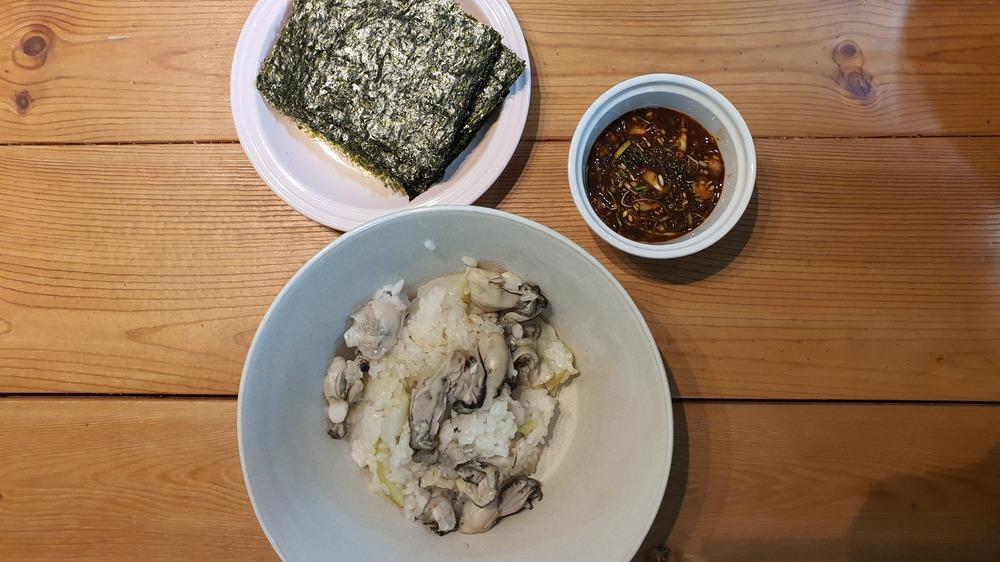 굴밥과 달래간장