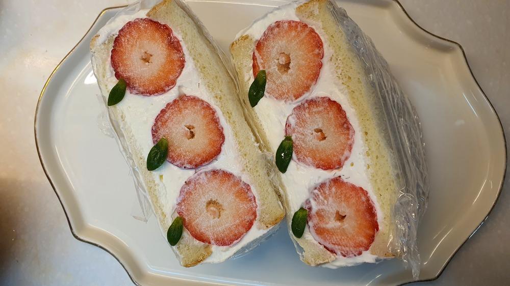 생크림 딸기 샌드위치